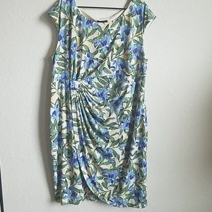 Plus size floral sleeveless dress